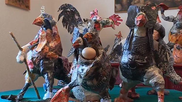 Rencontre avec Élisabeth Herquel à Lunéville, en Meurthe-et-Moselle, qui fabrique des poules en papier mâché. L'artiste expose ses créations au théâtre de la Manufacture à Nancy. (FRANCE 3)