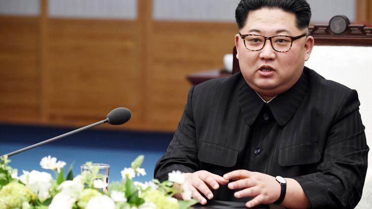 Kim Jong Un, leader nord-coréen, dans la zone démilitarisée en Corée du Sud, le 27 avril 2018. (MAXPPP)