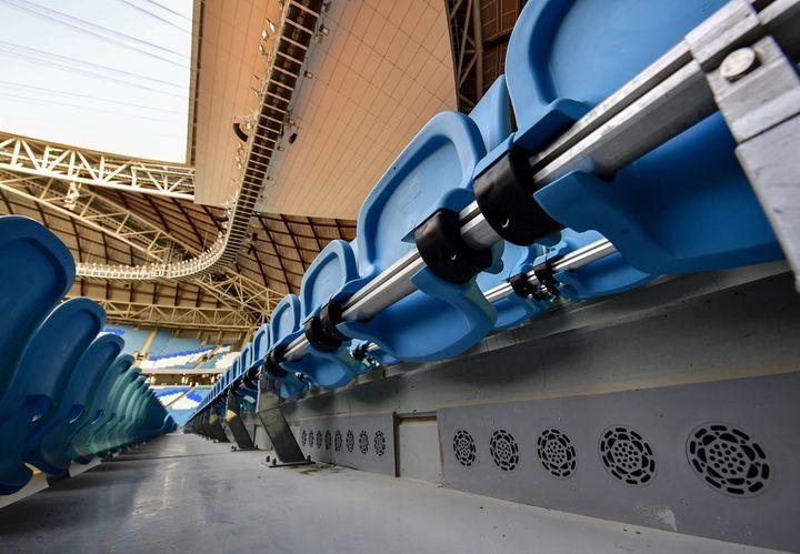 L'air climatisé est installé sous les sièges des spectateurs dans le stade Al-Janoub, à Doha, au Qatar, le 25 septembre 2019. (GIUSEPPE CACACE / AFP)