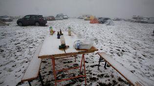 Un teknival 2019 sous la neige qui s'est achevé un peu plus tôt que prévu (PASCAL LACHENAUD / AFP)