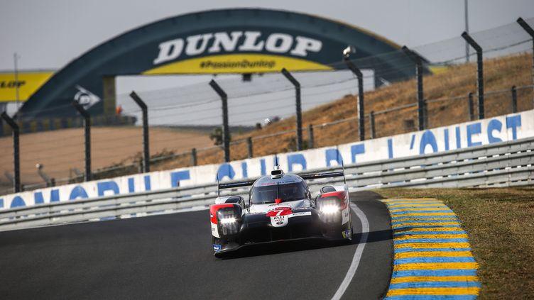 La Toyota N.1 dans les esses de la forêt sur le circuit du Mans (THOMAS FENETRE / DPPI MEDIA)