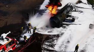 Dans le cadre de son feuilleton consacré aux pompiers, France 2 vous emmène dans le nord de l'Angleterre, où les pompiers de 80 pays s'entraînent aux situations exceptionnelles. (France 2)