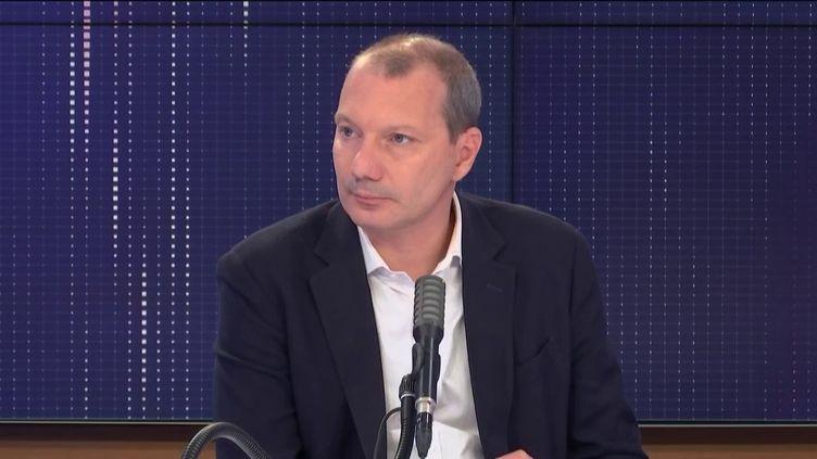 """David Cormand, eurodéputé Europe Écologie-Les Verts, invité du """"8h30 franceinfo"""", jeudi 20 août 2020. (FRANCEINFO / RADIOFRANCE)"""