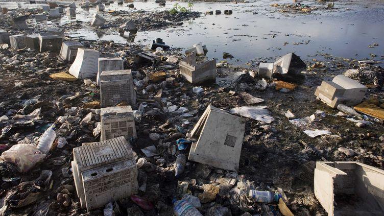La décharge de déchets électroniques d'Agbogbloshie, dans les environs d'Accra (Ghana), en janvier 2009. (OUEDRAOGO NYABA / SIPA)