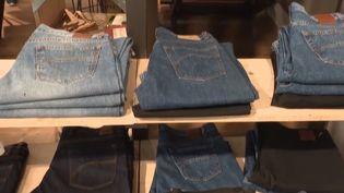 Des jeans français produits à Florac, en Lozère. (FRANCE 3)