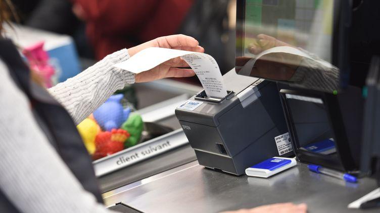 L'Assemblée nationale a voté le 13 décembre 2019 la fin de l'impression systématique des tickets de caisse, sauf demande expresse du client, d'ici au 1er janvier 2022. (JEAN-LUC FLEMAL / BELGA MAG / AFP)