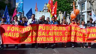 Des fonctionnaires défilent le 15 mai 2014 à Marseille (Bouches-du-Rhône),qui a fait 282 morts. (GEORGES ROBERT / CITIZENSIDE.COM / AFP)