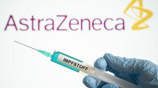 Le laboratoireAstraZeneca reprend les tests sur son projet de vaccin contre le coronavirus. (JENS KRICK / FLASHPIC / AFP)