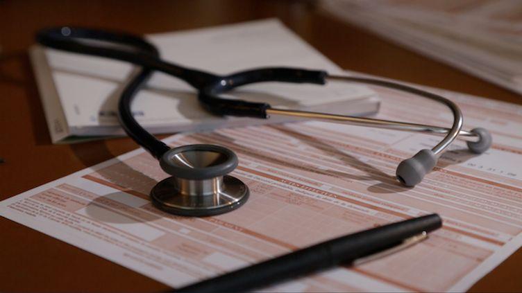 """Photo : ©Pulsations - Vidéo : """"Consultation médicale : les nouveaux tarifs"""", chronique de Maroussia Renard du 31 octobre 2017"""