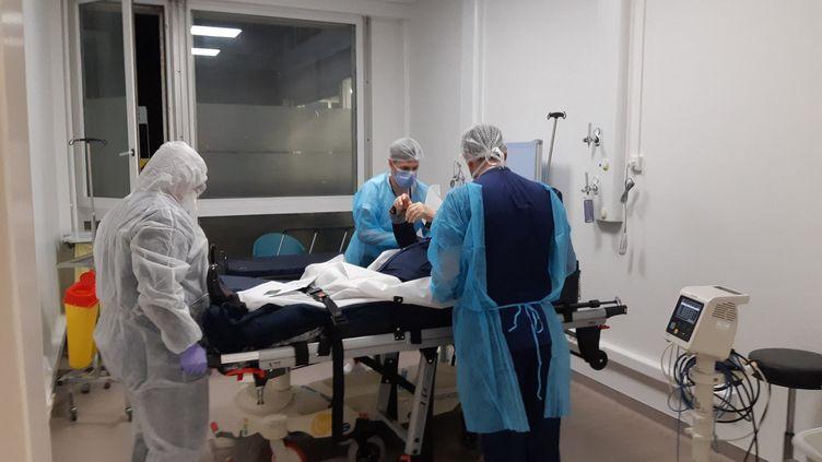 Service des urgences de l'hôpital de Mulhouse, dans la partie qui accueille les cas probables de coronavirus, le 9 mars 2020. (JÉRÔME JADOT / RADIO FRANCE)
