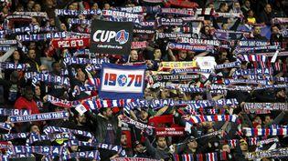 Le PSG (ici avec ses supporters le 1er novembre 2017 au Parc des Princes), l'OL, l'OM et l'AS Monaco dominent financièrement la Ligue 1. (MAXPPP)