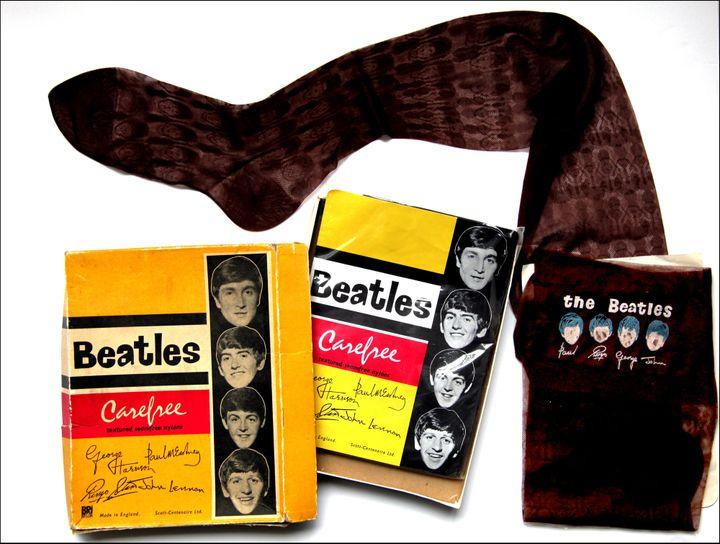 Les bas de nylon à l'effigie des Beatles  (Collection J. Volcouve)