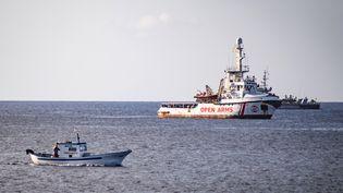 "Le navire ""Open Arms"" au large de Lampedusa (Italie), le 17 août 2019. (ALESSANDRO SERRANO / AFP)"