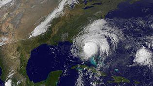 Image satellite de l'ouragan Matthew, le long de la côte Atlantique de la Floride (Etats-Unis), le 7 octobre 2016. (NOAA-NASA GOES PROJECT / AFP)