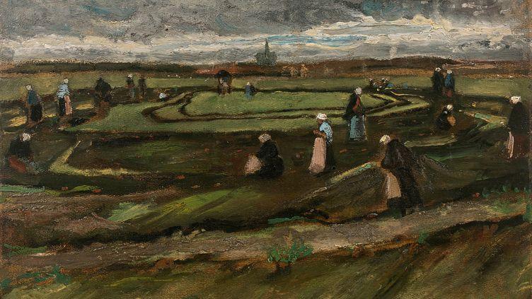 """Le tableau de Vincent Van Gogh, """"Raccomodeuses de filets dans les dunes"""" (1882) est présenté au public à la maison Artcurial à Paris à partir du mercredi 28 mars. La vente est prévue le 4 juin. (ART CURIAL / STUDIO SEBERT)"""