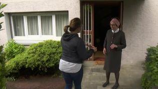 Une équipe de journalistes de France 2 s'est installée à Mornant, dans le Rhône, afin de suivre la préparation d'une commune de 6 000 habitants au déconfinement. (France 2)