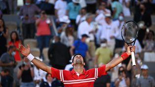Novak Djokovic a remporté l'édition 2021 de Roland-Garros, dimanche 13 juin. (ANNE-CHRISTINE POUJOULAT / AFP)