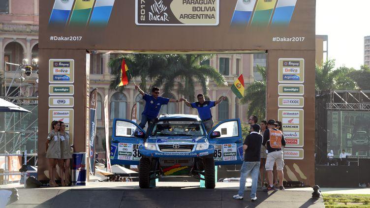 Les véhicules du Dakar lors du départ (NORBERTO DUARTE / AFP)