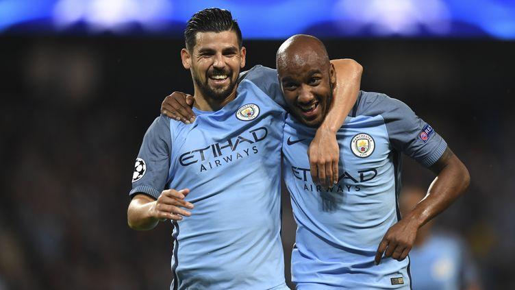 Delph buteur du soir pour Manchester City, félicité par Nolito (ANTHONY DEVLIN / AFP)