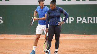 Serena Williams et son coachPatrick Mouratoglou lors de son entraînement à Roland-Garros, le 24 mai 2018. (MAXPPP)