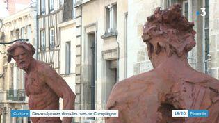 David et Goliath, deux des statues monumentales de Christophe Charbonnel, installées à Compiègne. (France 3 Picardie)