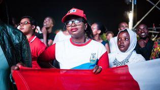 Des partisans de Paul Kagame fêtent la victoire du chef de l'Etat sortant à l'élection présidentielle, vendredi 4 août au soir à Kigali (Rwanda). (CESAR DEZFULI / CITIZENSIDE / AFP)