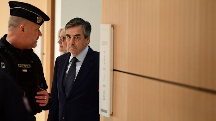 François Fillon lors de son arrivée au tribunal de Paris, mercredi 26 février 2020. (MARTIN BUREAU / AFP)