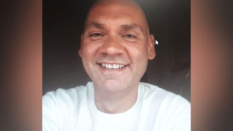 """Gian Mario, 46 ans, homosexuel, a subi une """"thérapie"""" censée le faire devenir hétérosexuel. (capture d'écran Skype)"""