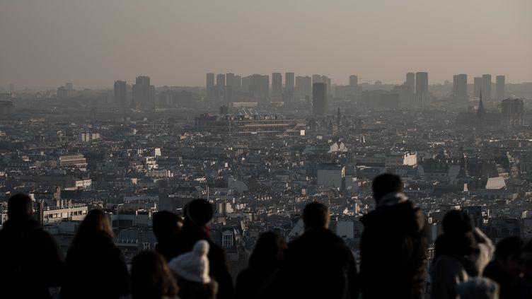 Paris pris dans un nuage de pollution, le 4 décembre 2016. (PHILIPPE LOPEZ / AFP)