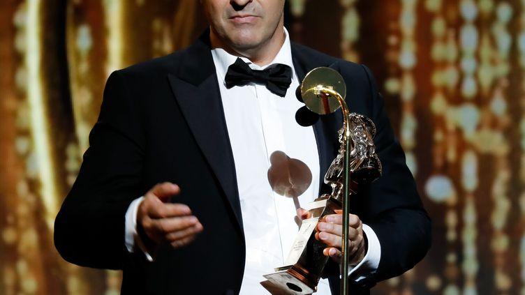 """Le comédien et metteur en scène Jean-Philippe Daguerre, ici lors de la cérémonie des Molières 2018, après l'obtention du Molière de la meilleure pièce du théâtre privé ainsi que celui de l'auteur francophone vivant pour """"Adieu Monsieur Haffman"""". (ROMUALD MEIGNEUX/SIPA)"""