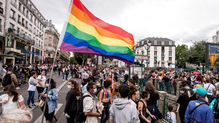 La manifestation Pride 2020 pour les fiertés LGBT, le 4 juillet 2020 à Paris. (BRUNO LEVESQUE / MAXPPP)