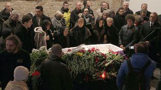 Des anonymes et des personnalitésaux obsèques de l'opposant Boris Nemtsov, à Moscou, la capitale russe, le 3 mars 2015. ( MAXIM ZMEYEV / REUTERS )