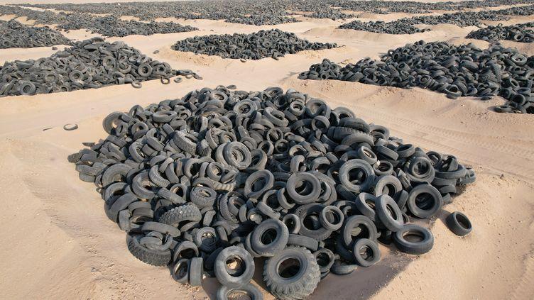 La plus grande décharge de pneus se trouve au Koweït à Al Jahra. (FAISAL ALNOMAS / ANADOLU AGENCY via AFP)