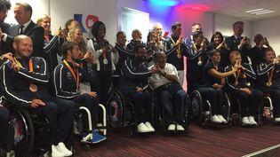 La délégation paralympique française de retour en France, le 20 septembre 2016, à l'aéroport de Roissy. (TWITTER / COMITE PARALYMPIQUE ET SPORTIF FRANCAIS)
