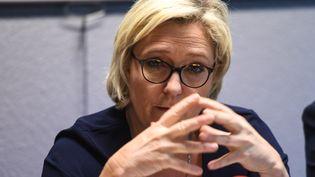 La présidente du Front national, Marine Le Pen, le 2 novembre 2017, lors d'une conférence de presse à Calais. (DENIS CHARLET / AFP)