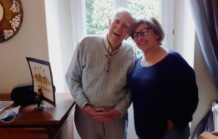 André (98 ans) et Joëlle (63 ans), son accueillante familiale, aux Ormes-sur-Voulzie (Seine-et-Marne). (Valentine Joubin/ RADIO FRANCE)