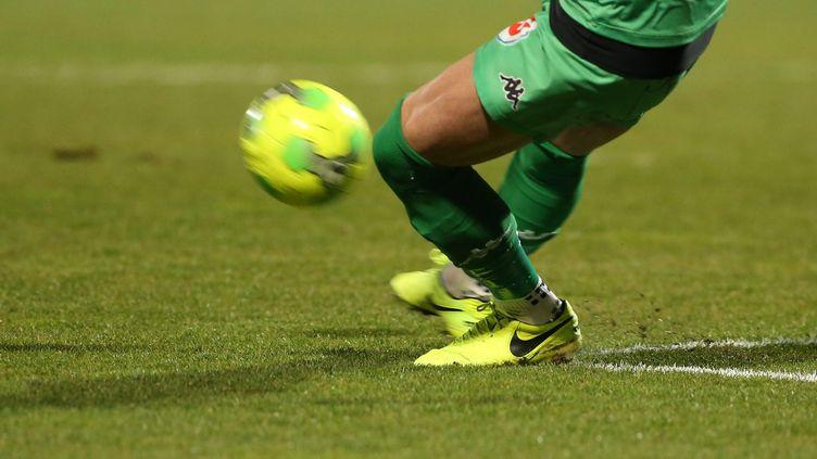 Les clubs de football sont très vigilants pour éviter d'être touchés par les épidémies de grippe ou de gastro-entérite. (THIERRY LARRET / MAXPPP)