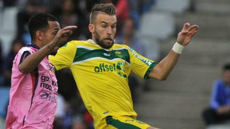Marvin Esor (Clermont) conteste le ballon à Lucas Deaux (Nantes)
