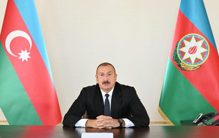 Le président azerbaïdjanais, Ilhan Aliev, lors d'une allocation à la nation enregistrée à Bakou, le 27 septembre 2020. (AZERBAIJANI PRESIDENCY / ANADOLU AGENCY / AFP)
