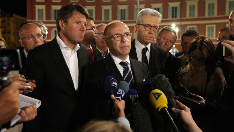L'ancien maire de Nice, Christian Estrosi, aux côtés du ministre de l'Intérieur, Bernard Cazeneuve, le 14 juillet 2016 à Nice (Alpes-Maritimes). (MAXPPP)