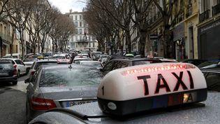 Une manifestation de taxis dans le centre-ville de Marseille (Bouches-du-Rhône), le 10 février 2014. (  MAXPPP)