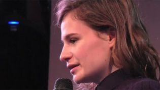 Héloïse Letissier de Christine & The Queens au micro de la web radio éphémère Good Morning Paris.  (saisie écran)