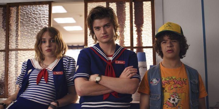 Dustin (Gaten Matarazzo),Steve (Joe Keery) et Robin (Maya Thurman-Hawke), forment un nouveau trio. (NETFLIX)