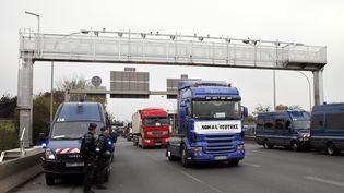 En 2013, les transporteurs routiers avaient manifesté leur oppositon à l'écotaxe. (PATRICK KOVARIK / AFP)