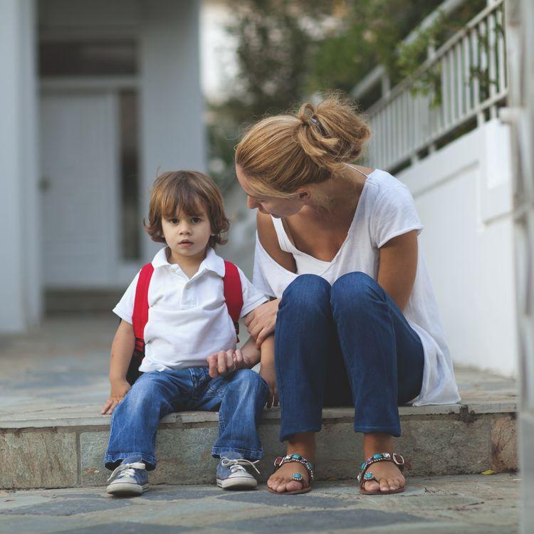 Lorsqu'on évoque la pédophilie avec un enfant, il faut lui indiquer et lui expliquer les interdits avec des mots, des phrases claires et sans ambiguïté. (THANASIS ZOVOILIS / FLICKR RM / GETTY IMAGES)