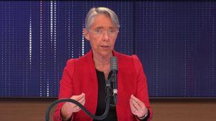 Elisabeth Borne,ministre du Travail, de l'Emploi et de l'Insertion, invitée de franceinfo mardi 27 octobre 2020. (FRANCEINFO / RADIO FRANCE)