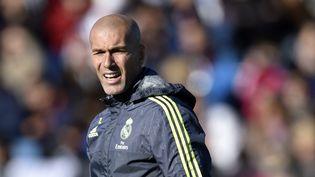 Zinédine Zidane, lors de son premier entraînement en tant que nouveau coach du Real de Madrid, le5 janvier 2016. (GERARD JULIEN / AFP)