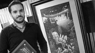 """Benjamin Lacombe dans l'exposition """"Wonderland la logique du rêve"""", Salon du livre et de la presse jeunesse 2015  (Laurence Houot / Culturebox)"""