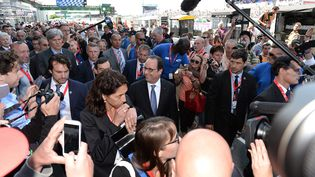 François Hollande en visite aux 24 Heures du Mans, samedi 13 juin 2015, peu avant la course. (  MAXPPP)