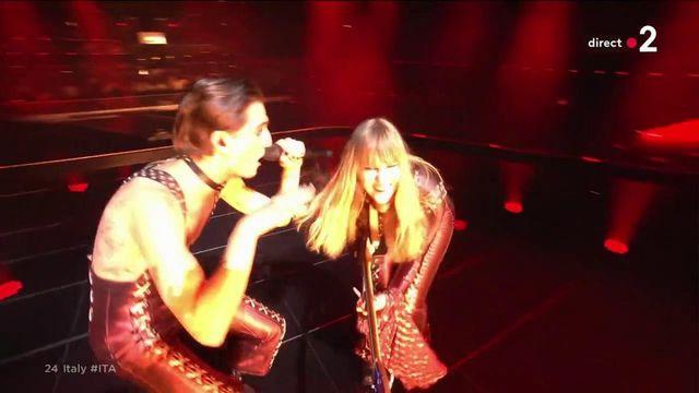 """Eurovisie: Herbeleef het optreden van Måneskin, de Italiaanse rockband met hun rocknummer """"Zwijg en goed"""""""